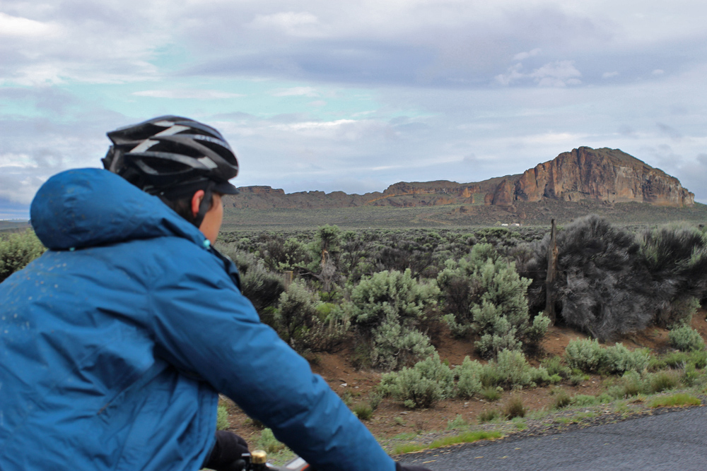 We made it to Fort Rock, where water was to be had. Coffee and breakfast were made while sheltering fromt the wind, and we began the day anew. The goal was 120-130 miles to Prineville and beyond.