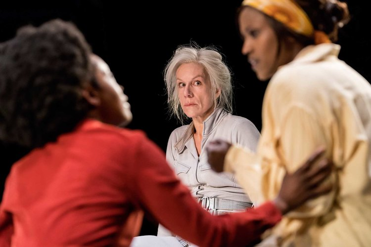 juliet_stevenson_in_wings_at_the_young_vic._credit_johan_persson_2.jpg