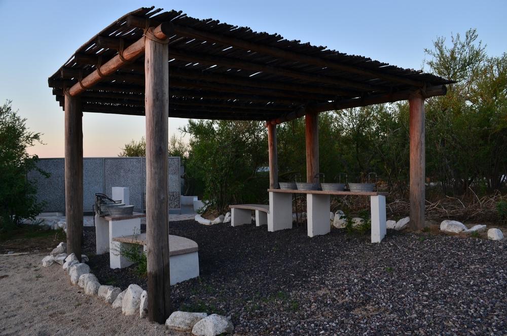 baños-lavabos-exteriores-grupos-rancho-chivato-baja-california-sur.JPG