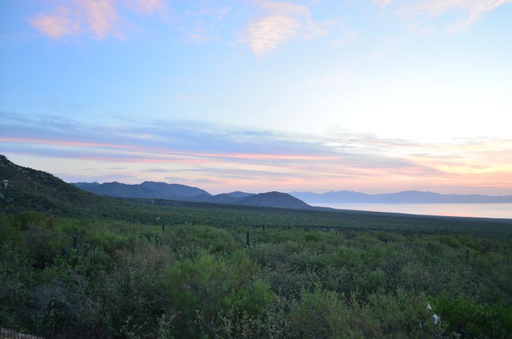 amanecer-sierra-desierto-rancho-chivato-la-paz-baja-sur.JPG