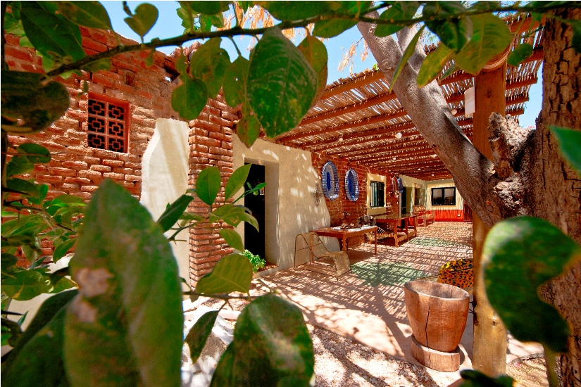 ecological-brick-house-shaded-patio-architecture-la-paz-baja-sur.jpg