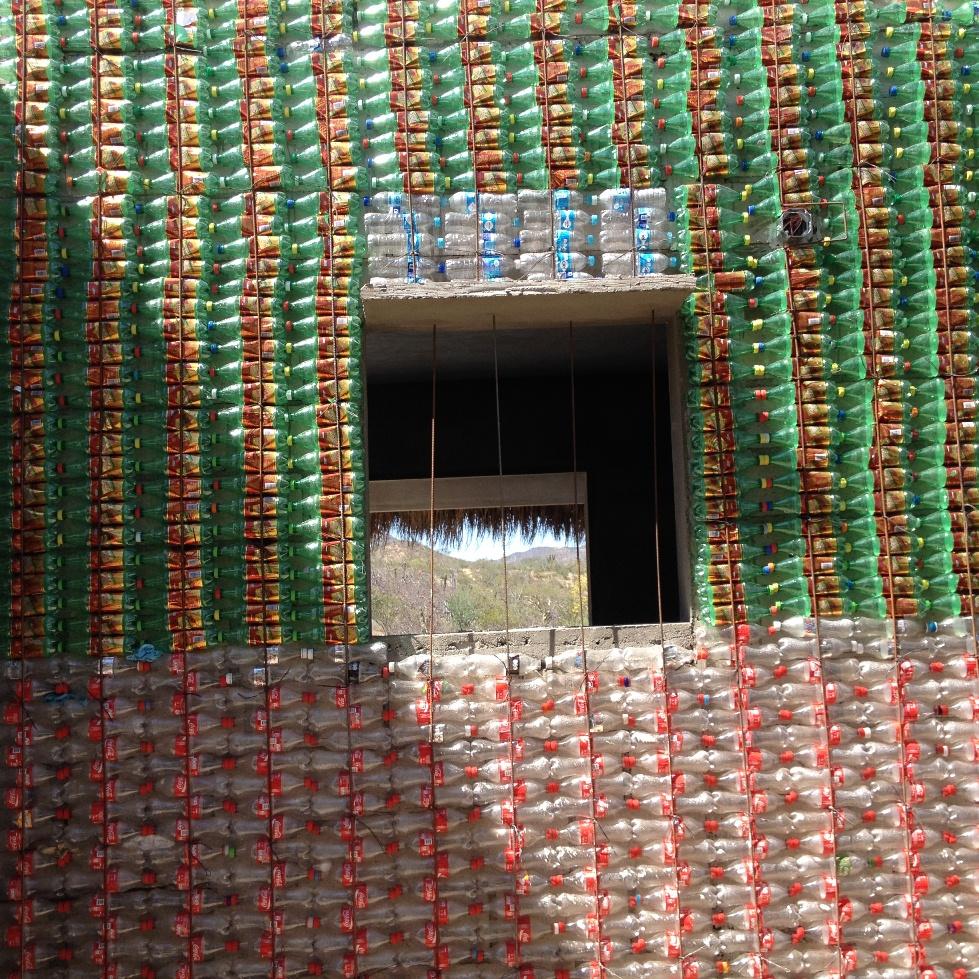 construction-botellas-plastico-recicladas-arquitectura-bioclimatica-la-paz-mexico.jpg
