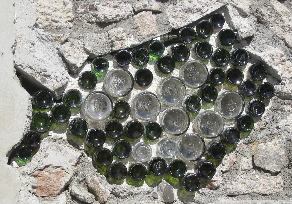 ecological-wall-recycled-glass-bottles-urban-park-postal-la-paz-mexico.jpg