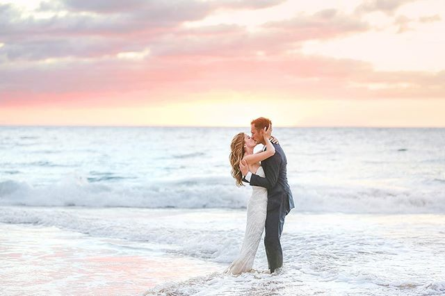 These newlyweds looked so hot they had to cool off in the water! 🔥Congratulations Mike and Katy!