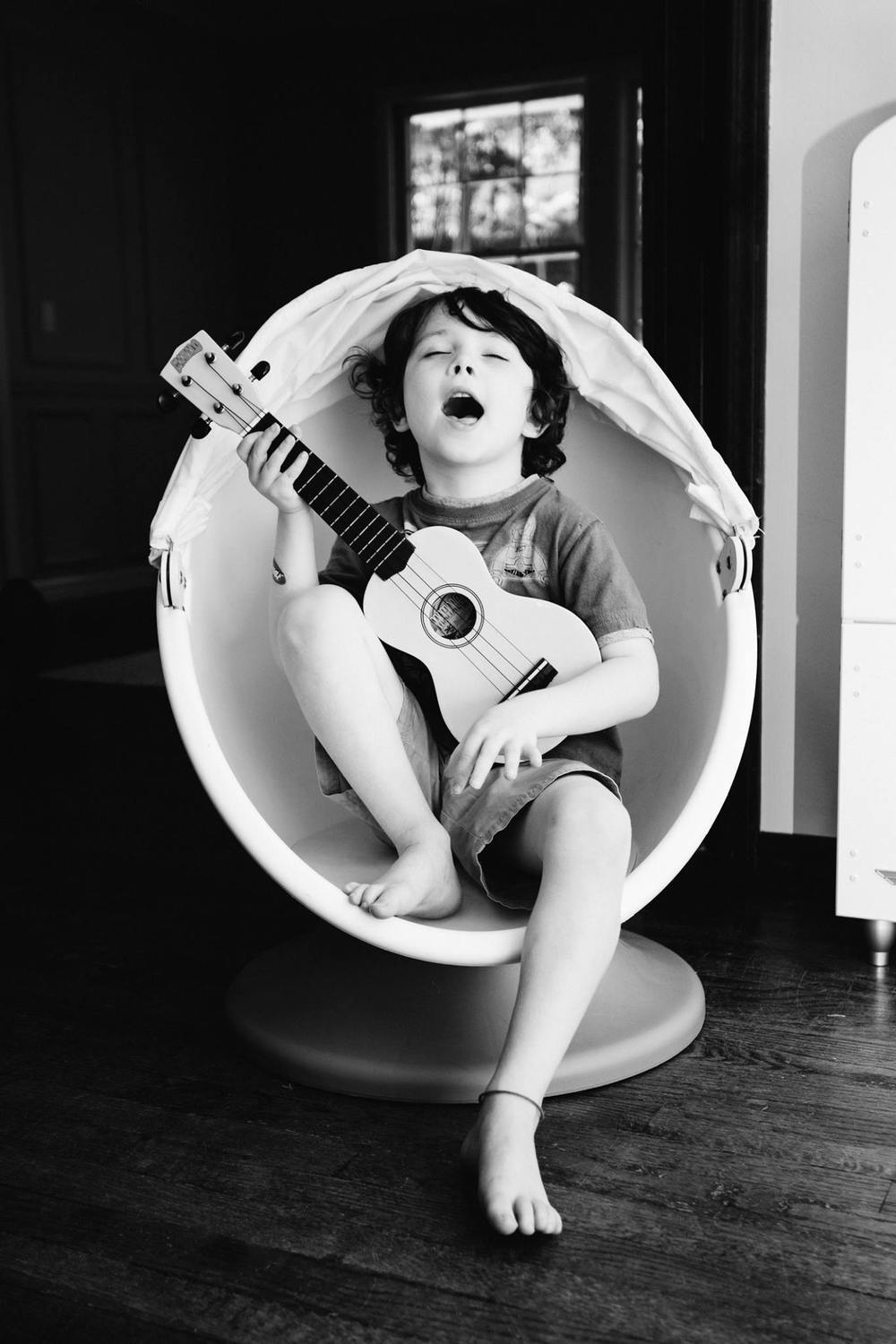 egg chair/ukelele | Jennifer Tippett Photography