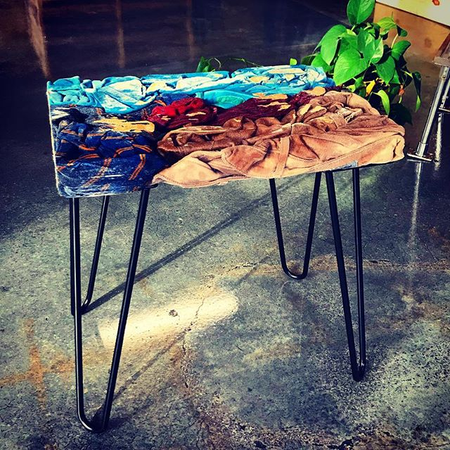 What about a bench made out of unwanted clothing? Collab with @nomadtri.be . . . #sustainability #zerowaste #art #zerowasremiami #sustainabilityfeelsgood #letsgogreen