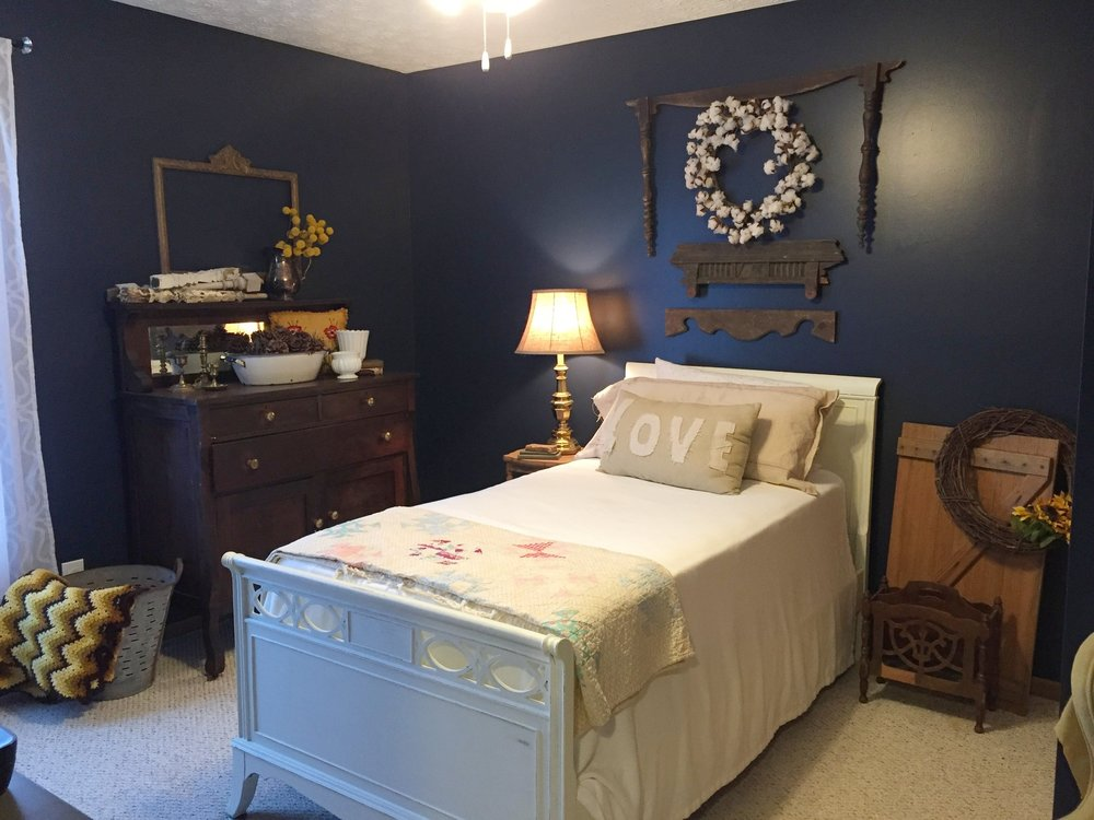 The finished product! We love how everything came together to make a pretty room even prettier!