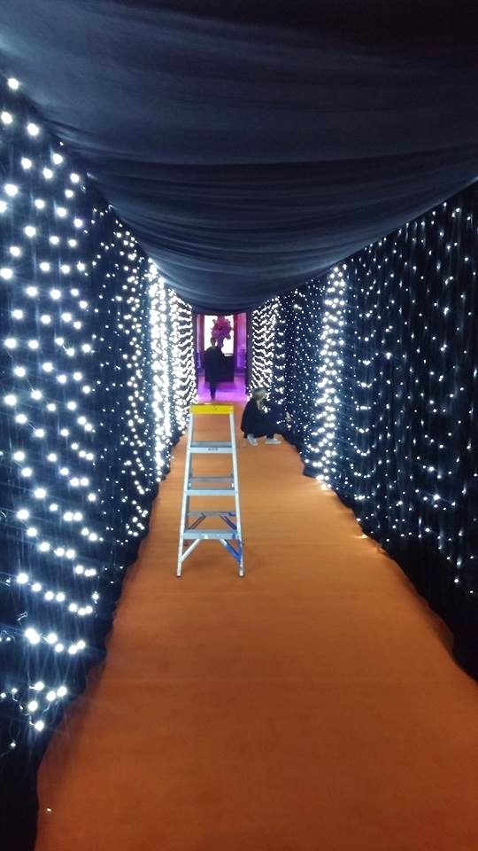 Star drape tunnel
