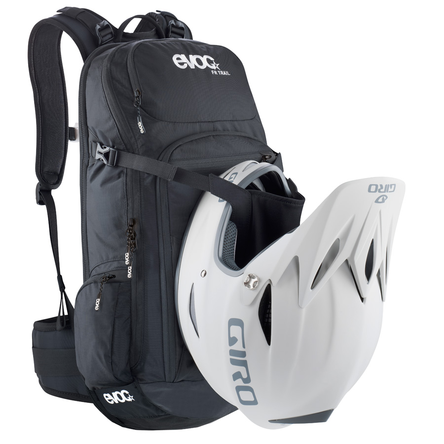 evoc-fr-enduro-fr_dh_helmet_carry_big.jpg