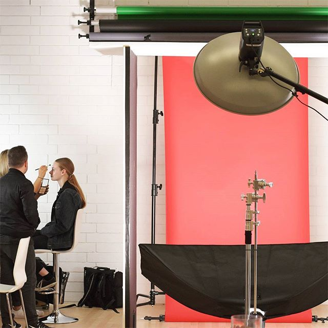 Seeing red BTS of a @petersoulis beauty shoot with the extroadinary @janjanwuwu and featuring the stunning @amyjjean_ Can't wait to see these finished images! 😍 Wow! #photostudio #photography #studio #portrait #studiolife #bts #behindthescenes #famousbtsmag @famousbtsmagazine #makeup #hair #beautiful