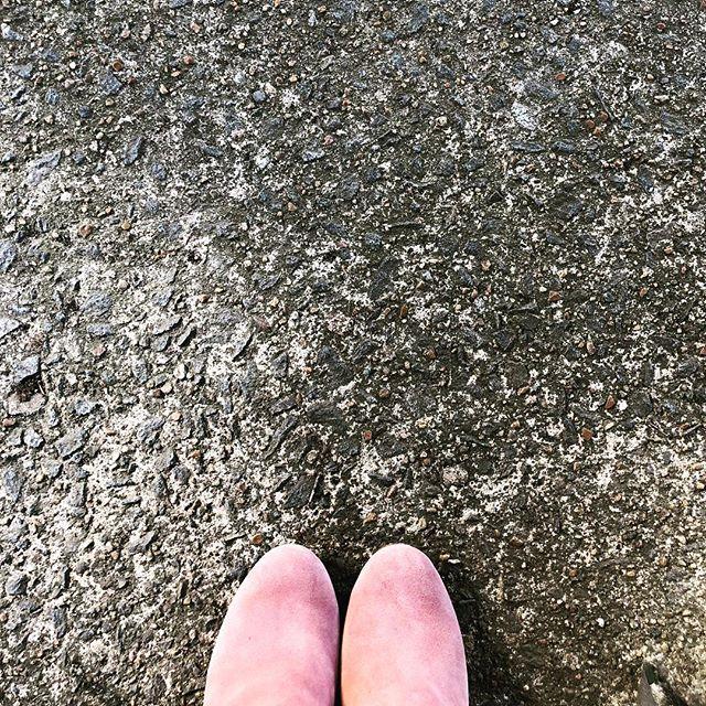 Happy Wednesday. #onwednesdayswewearpink #shoeporn #instashoes #shoegame #fashion