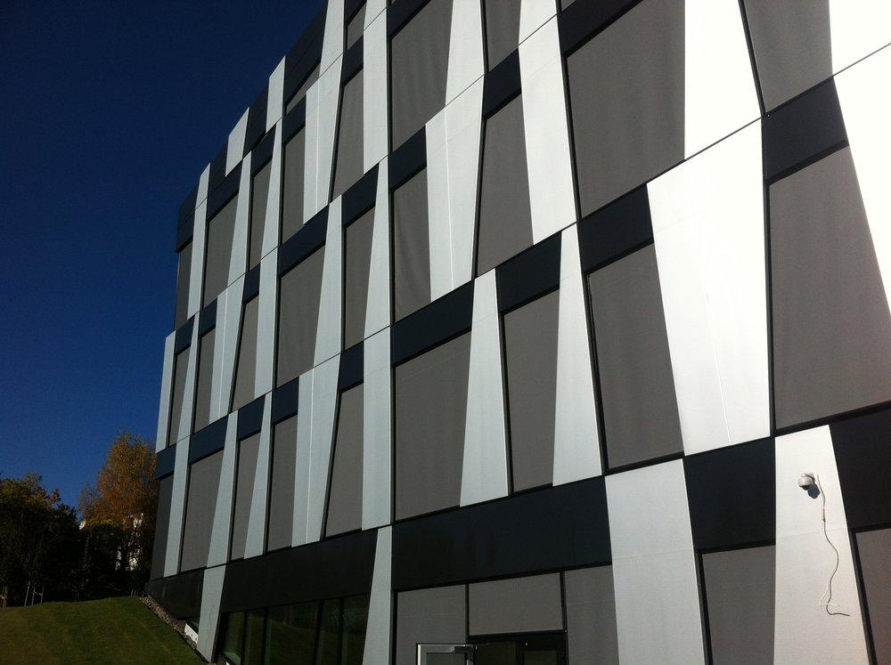 Spesialpanel - Spesialdesignede paneler tilpasset prosjektet.Bygg: Avantor, Nydalen