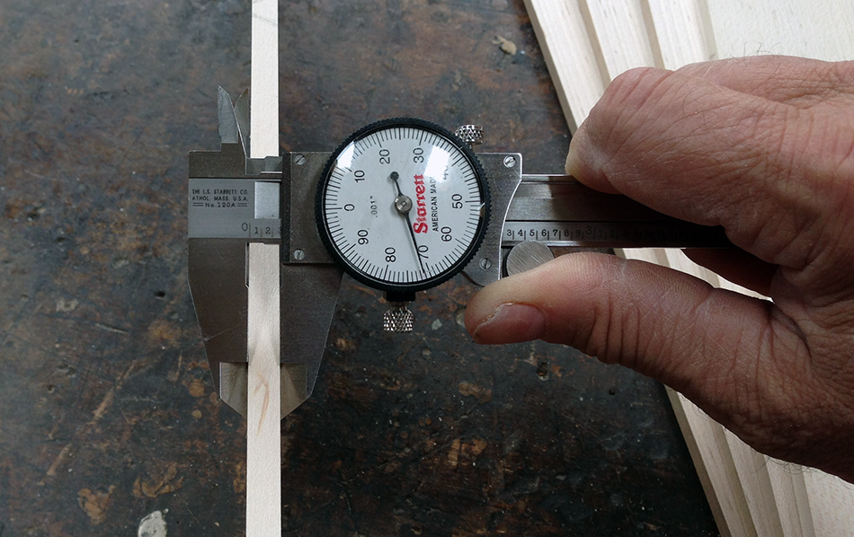 Measuring the thickness of the final milled slat.