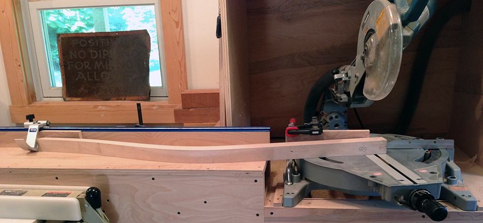 With the top of the leg against the stop I am ready to trim the bottom.