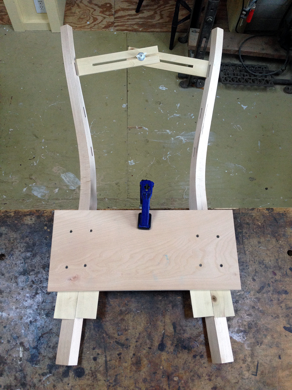 Measuring the distance between the legs at the top mortise