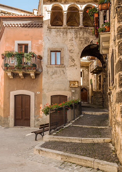 2 Scanno Courtyard Italy_Brigden.jpg