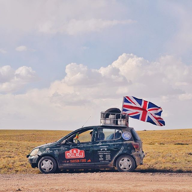 We lost our Union Jack somewhere in Uzbekistan, so decided to replace it Mongolia... we went for a bit of an upgrade 🇬🇧