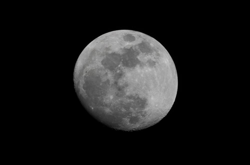 Waxing Moon 04012015  21:39 EST Nikon D7000 ISO 100 600mm f/18 1/160 sec