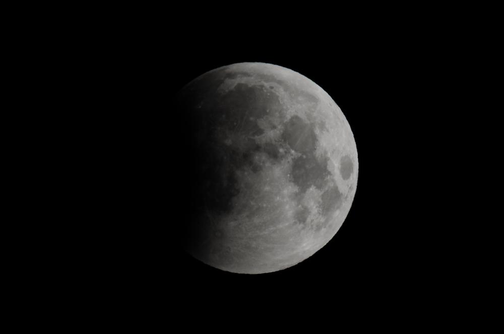 Lunar Eclipse 06:33 AM  EDT  Nikon D7000 ISO 160 600mm f/14 1/125 sec.