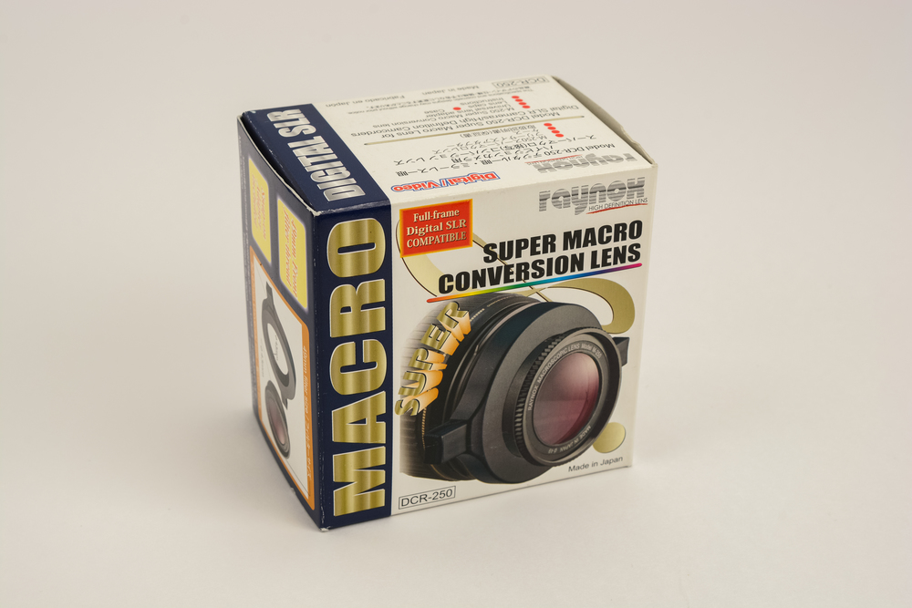 Raynox DCR-250 packaging front