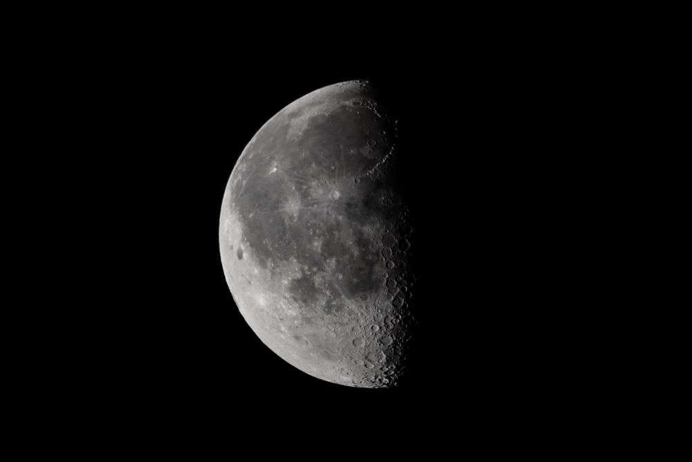 Wanning Gibbous Moon 30 March 2016  Nikon D750 ISO 100 600mm f/11 1/160 sec.
