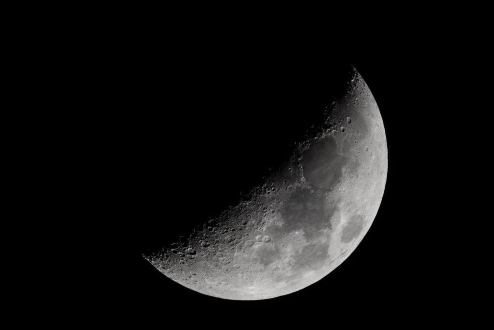 Waxing Crescent Moon - 04 Jan 2017 18:51:00 EST Nikon D750 ISO 320 1200mm f/10 1/100 sec.