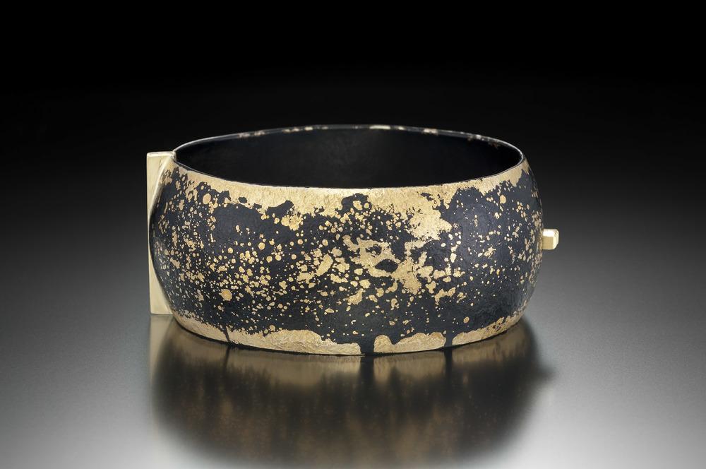 Domed Dust Locking Bracelet