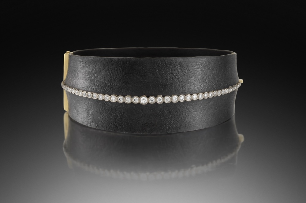 Tapered Stripe Slice Locking Bracelet