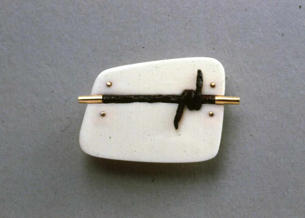 Brooch 4.jpg