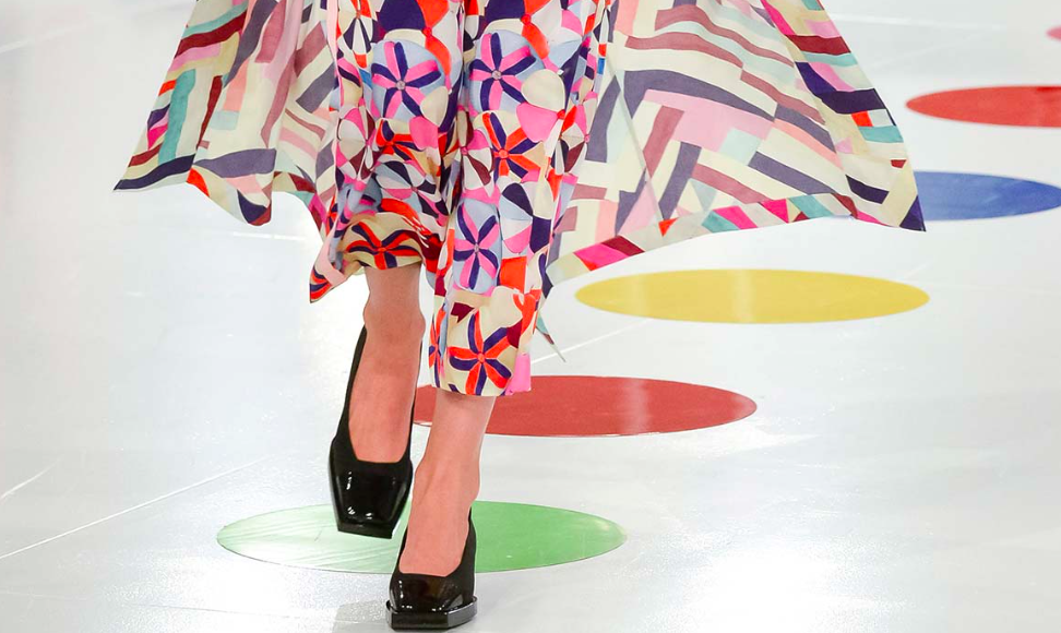 Chanel's stunningly beautiful CR 16 Collection shown in Soeul, Korea showed a range of Geometric Prints reminiscent of Delaunay's Color and her combining of soft curved shapes with straight lines and L shapes on floaty, fluid fabrics that felt bright, light, feminine and artistic.