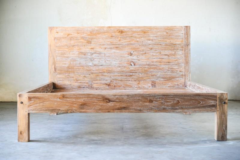 Кровать из старого тика