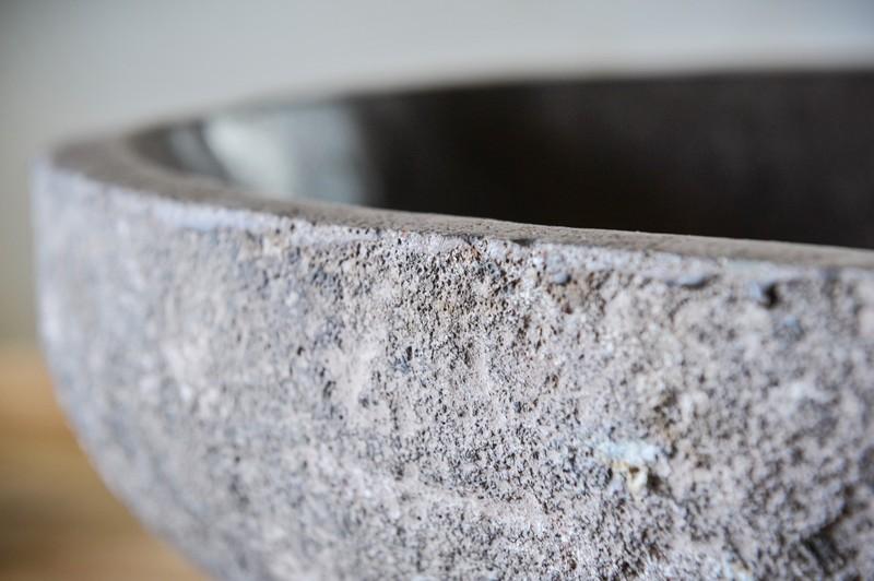 River stone / NATURE SINK  Ассортимент раковин из речного камня / 2 объекта  Материал: речной камень  Размеры: диаметр: 45-50 см, высота: 16 см.