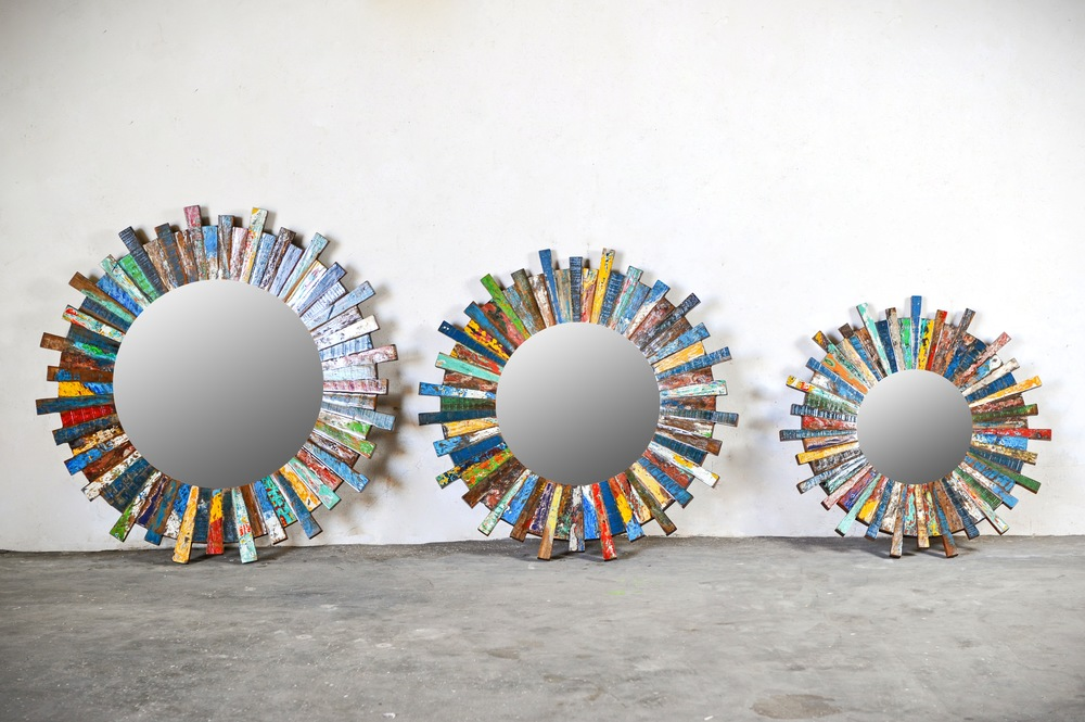 Круглые зеркала из лодок Recycled / SUN SET
