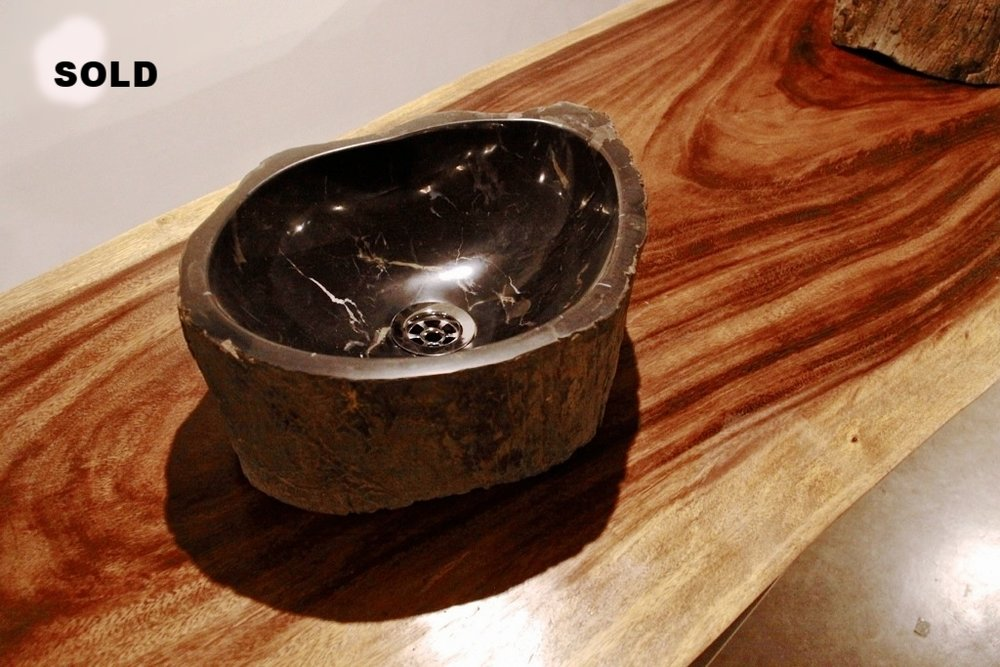 Раковина из окаменелого дерева черная