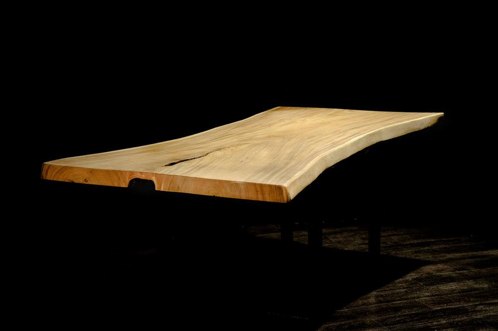 SUAR  Материал: слэб дерева  суар  Размеры: 190 x 73-95 х 6 см