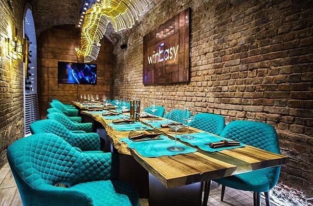 Зал для торжеств в wine 🍷 & crab 🦀  Европейский орех и смола.