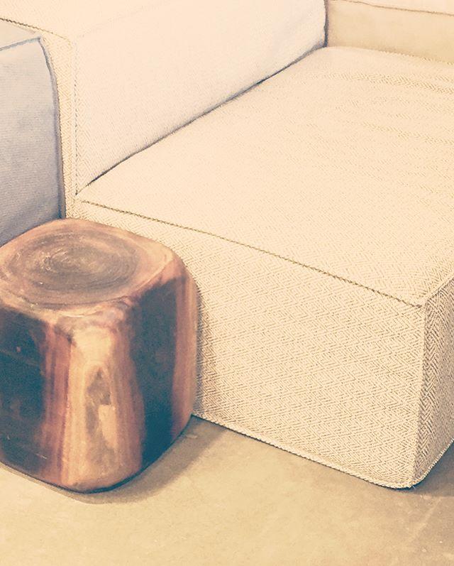 Mahogany CUBE  Куб декоративный / тумба прикроватная / стул / табурет из цельного дерева Махагони  Материал: махагони Размеры: 30x30x35 см Статус:  доступно 2 шт.  25 000 Rur 15 000 Rur (специальная цена)