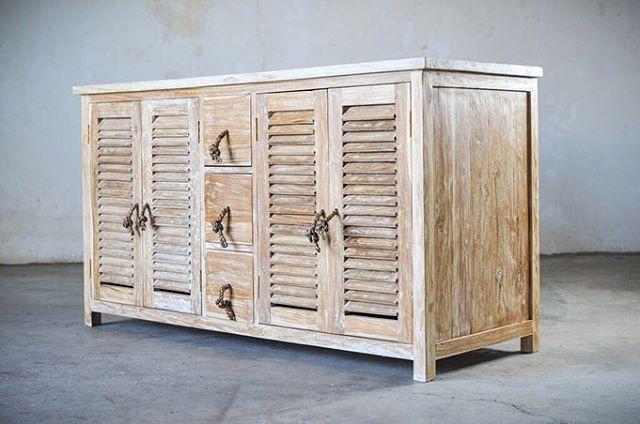 minimalis / VANITY XL  Тумба / Комод из натурального дерева  Материал: массив дерева дуб, ручки - ротанг Размеры: 145х55х85 см  Описание: Тумба / комод из натурального дуба подойдёт в использование как и в ванной комнате, так и в гостиной и спальне.  Стоимость:  95 000 RUR
