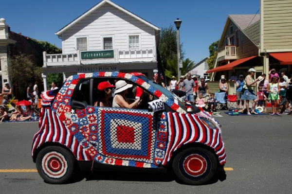 Sonoma-4th-July-on-the-Plaza