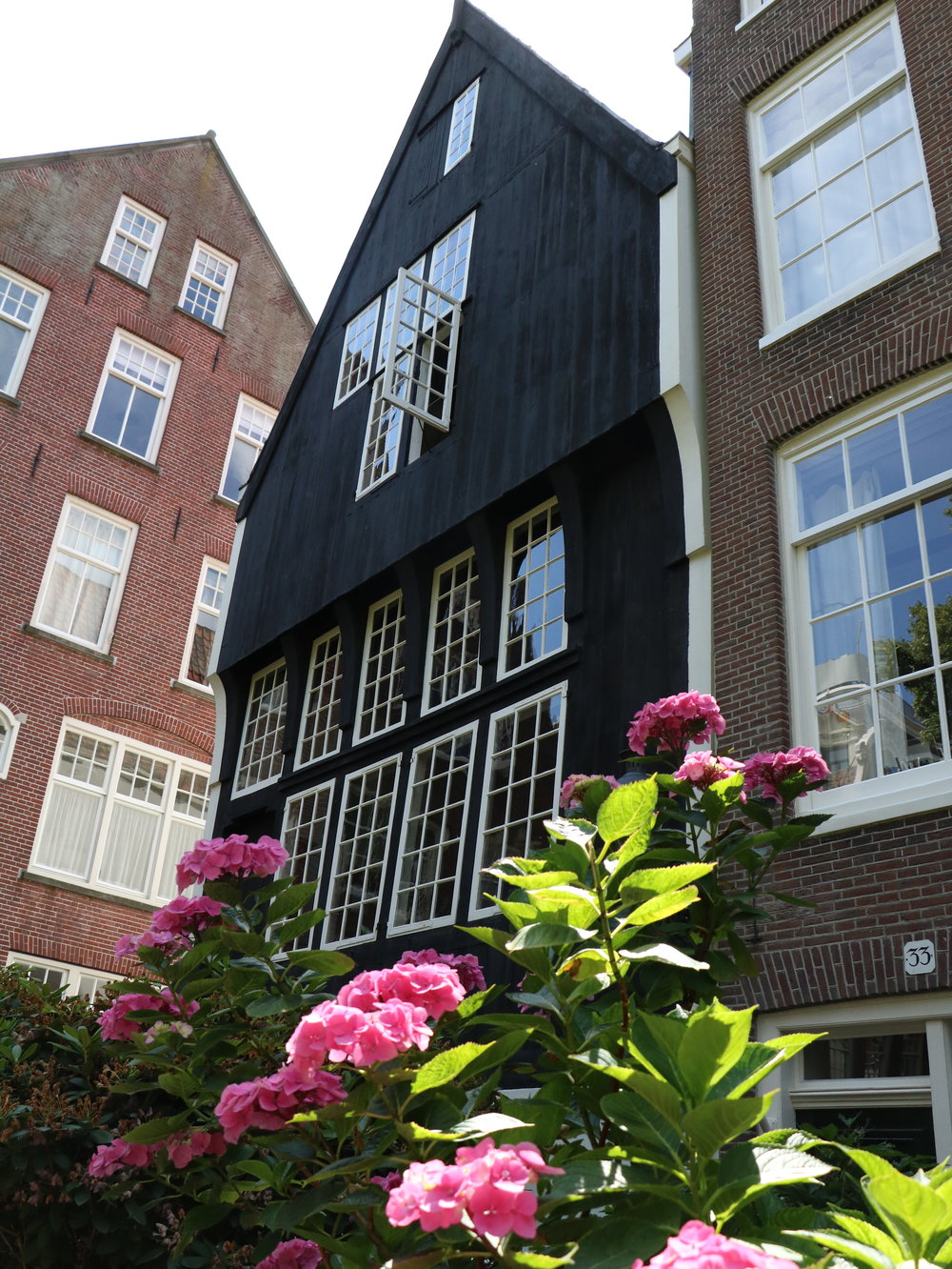 oldest-house-in-amsterdam