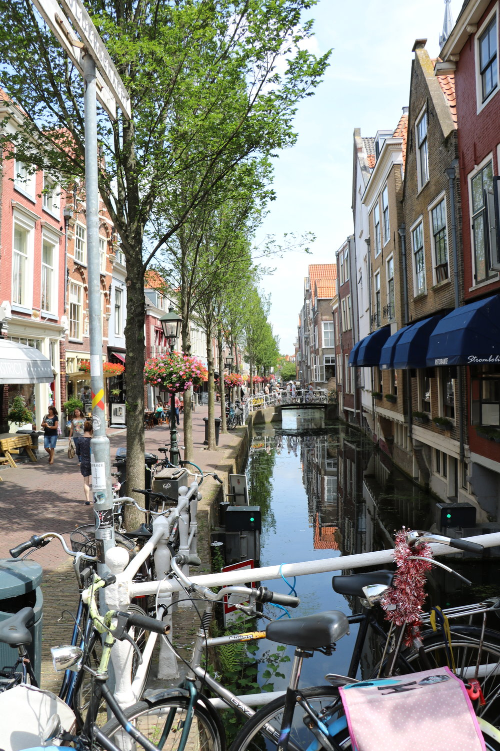 Delft-canal-view