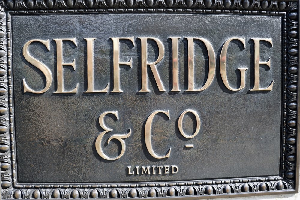 Selfridges_sign_london