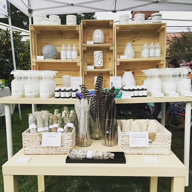 Hey #fairfieldct !!! Visit us at the Fairfield Harvest Market today 🎉 We have new Essential Oils, Mini Cleaning Products and all our Natural Cleaners. We're right behind the monument of the Old Town Hall Green until 4pm🌳🌳 Ask for our Secret $25 Promocode for your first Cleaning Service! #harvestmarket #fairfieldcounty #fairfield #cleaningstudio #sagesmudge #smudging #naturalcleaning #ecofriendly #ecochic #ecofriendlyproducts #ecofriendlyliving