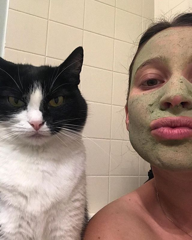 Matcha Monday's are for selfies with Grumpy Cats @maudbonnet Knows the way to a good morning 💙  #FeedYoutSkin #MenosMas #MenosMasMob