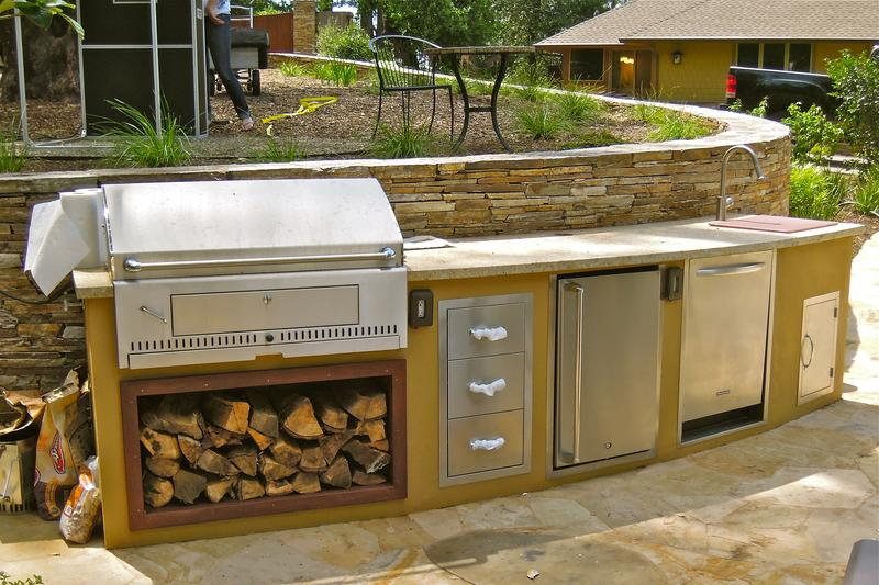 Backyard_Kitchen_1_0.JPG