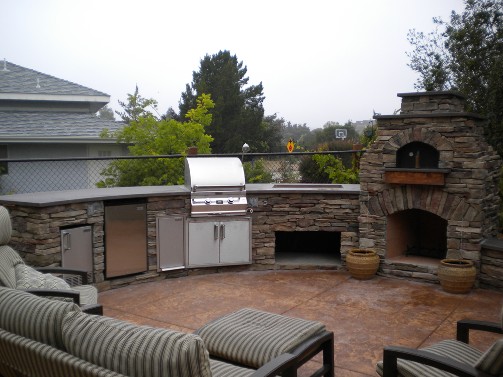 Outdoor pizza ovens smokers unlimited outdoor kitchens - Outdoor kitchen pizza oven design ...
