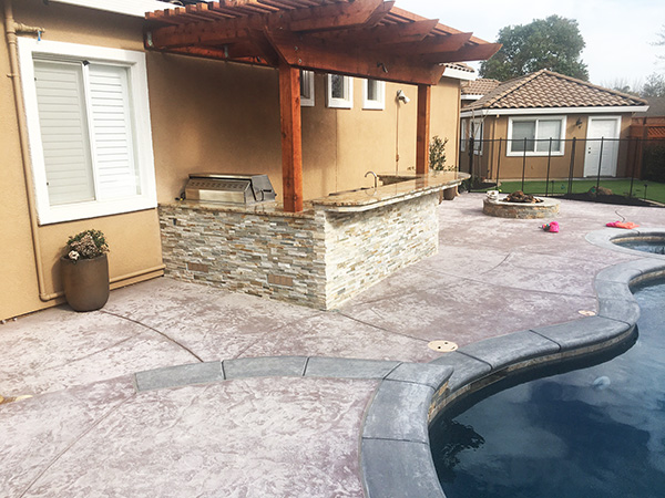 06-Livermore Outdoor Kitchen and Pergola completed.JPG