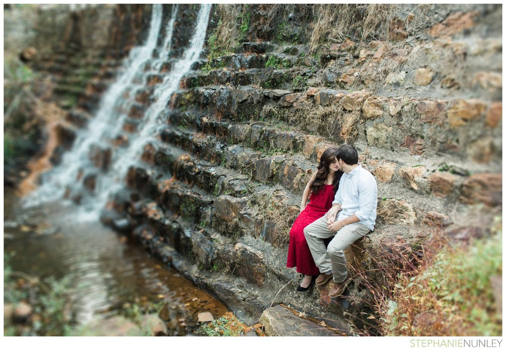 romantic-waterfall-engagement-photos-015