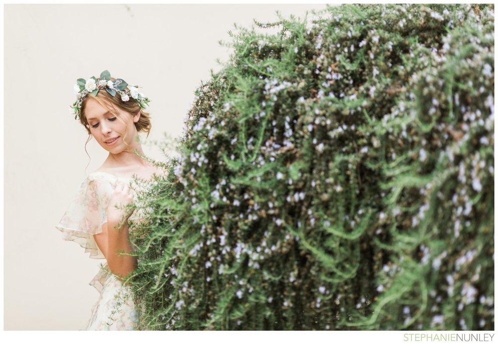 bride-with-floral-hairpiece-004