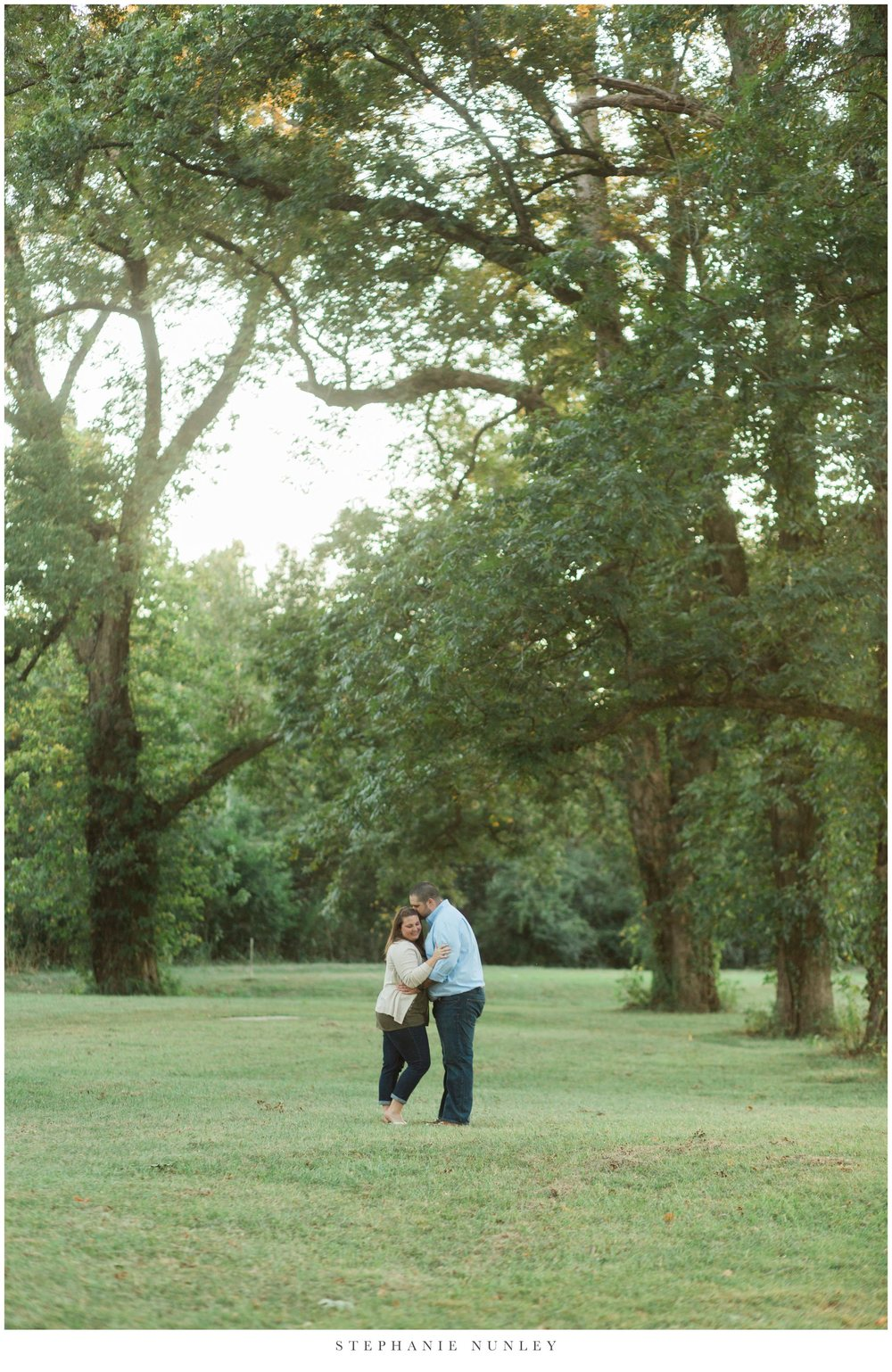classic-engagement-session-in-a-field-0015.jpg